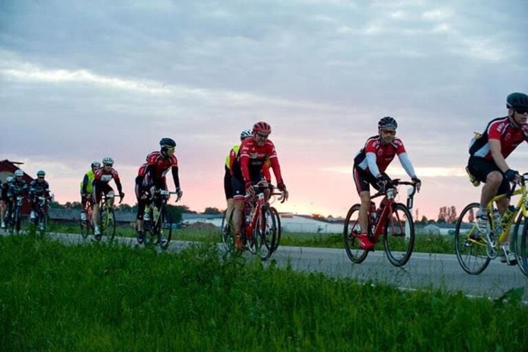 NU ska svenska cyklister göra ett försök att sätta ett nytt världsrekord.