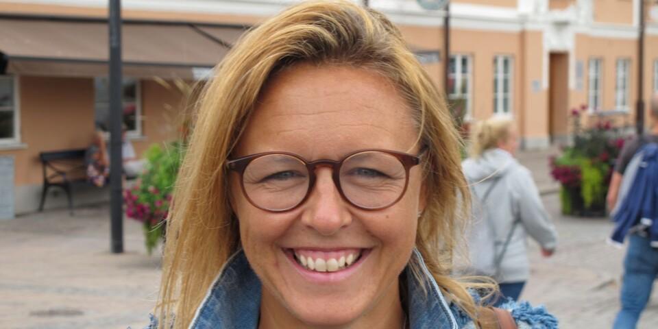 Bodil Prising, 45 år, Stockholm: –Absolut, det är väl viktigt att prata direkt med människor. Det är mindre anonymt med samtal ansikte mot ansikte och ett bra komplement.