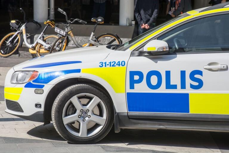 Blåljus: Polis drog vapen mot påverkad mopedtjuv