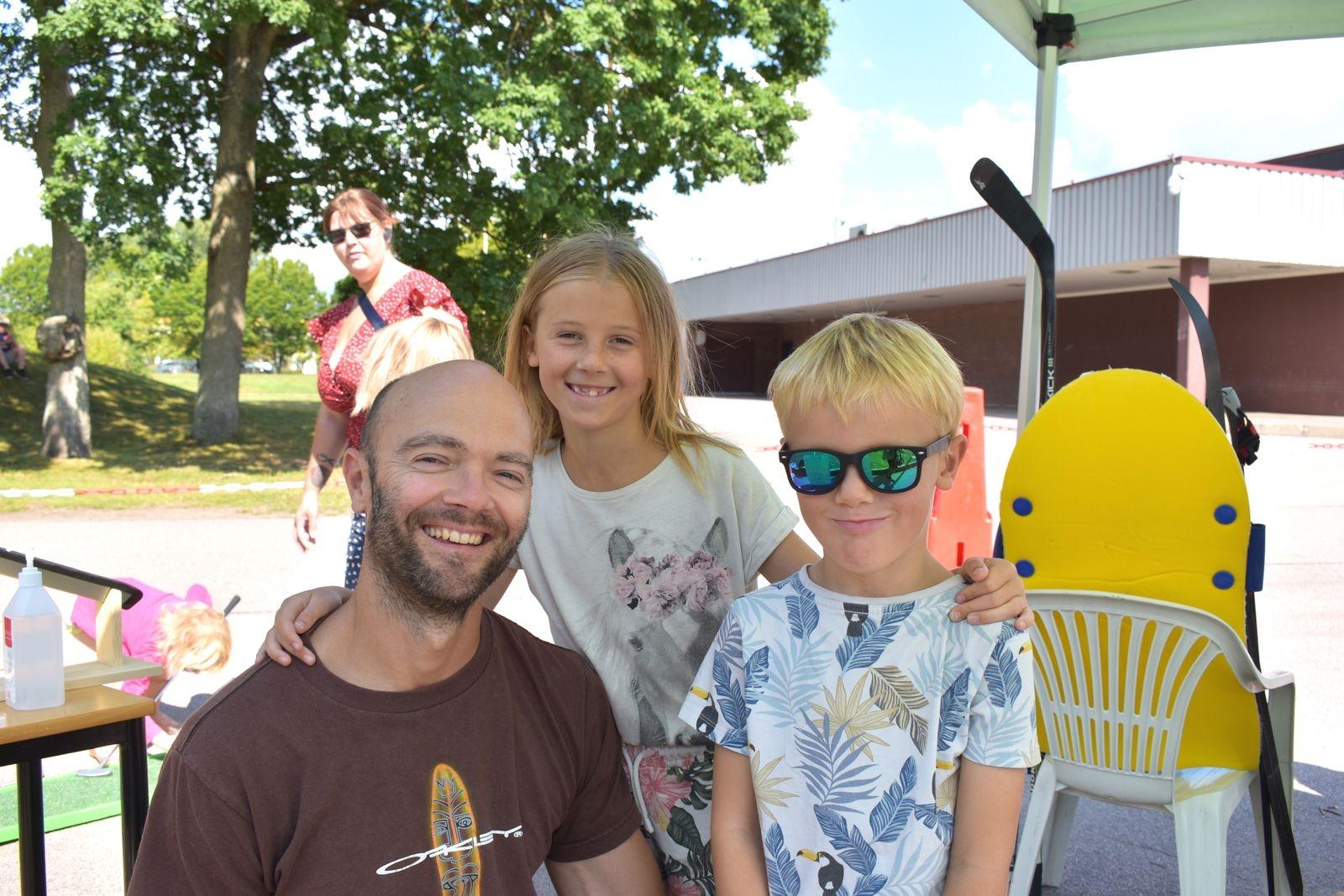 Christian Westerberg tillsammans med barnen Signe och Malte.