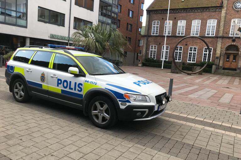 Polis kom till Rådhuset efter att en man uppträtt hotfullt.