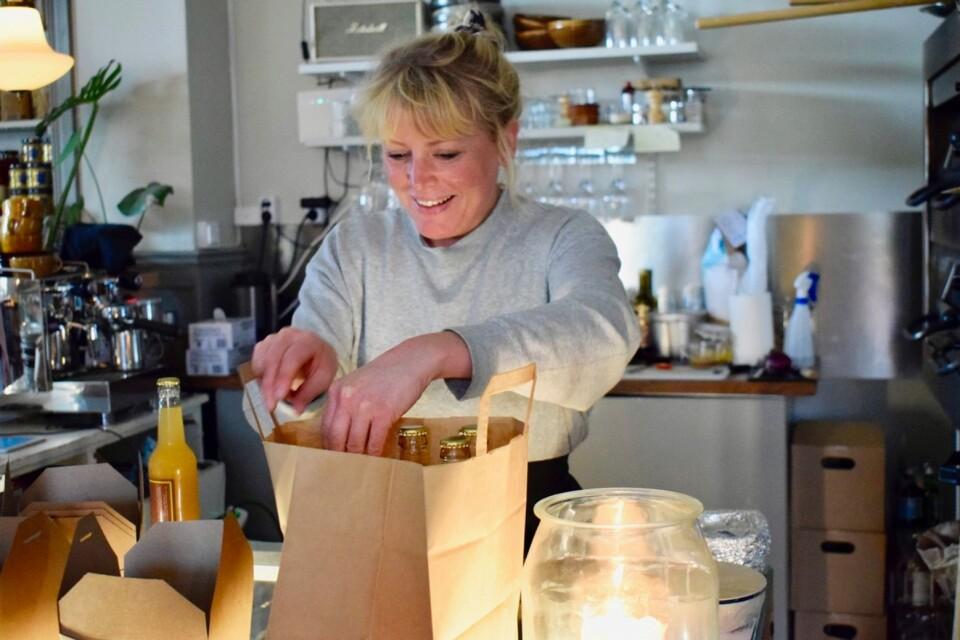 Kaffeterian Broby har redan fått många kunder. De lockas av Anna Ekströmers goda surdegsbröd, kakor, soppor och pajer.