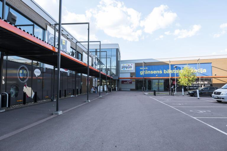 Norsk gränshandel i Sverige har tvärnitat till följd av hårda karantänsregler för norrmän som kommer från Sverige. Arkivbild.