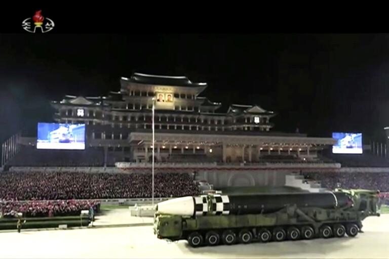Ny jätterobot i nordkoreansk propagandaparad