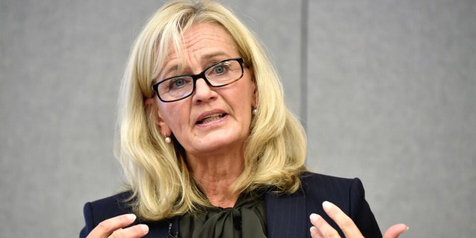 Handelsbankens vd Carina Åkerström berättar om de planerade neddragningarna. Cirka tusen personer kommer förlora sina jobb på banken de närmaste åren.