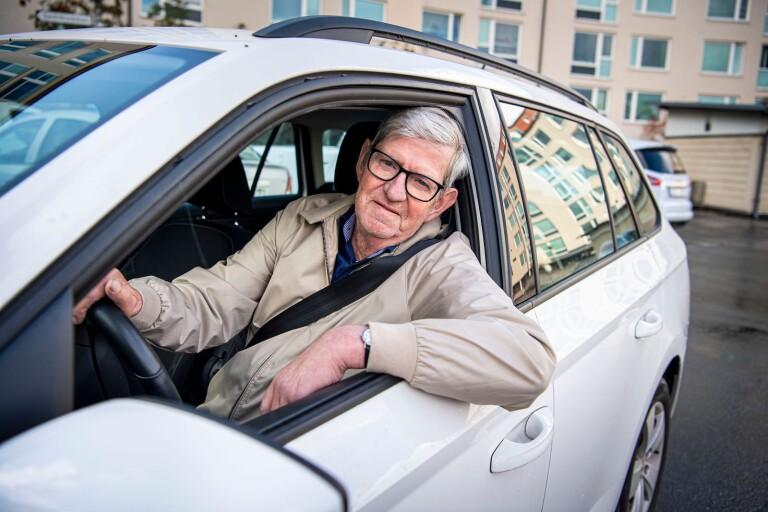 Karlskronabon Jan-Bertil Magnusson, 73 år, har precis tagit körkort som Karlskrona trafikskolas äldsta körskoleelev någonsin.