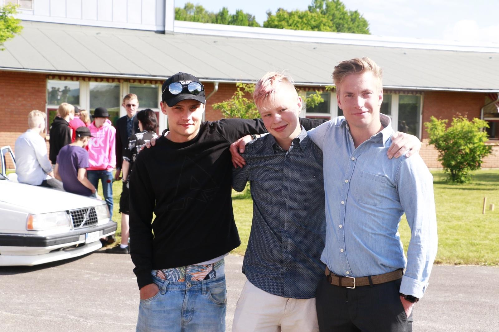 Rasmus Mentu och Alexander Nyman i 9C, tillsammans med matteläraren Victor Bagger.