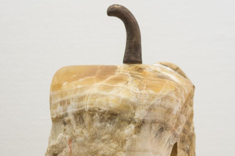 Verk utan titel av onyx-marmor. Av Lars-Åke Åberg.