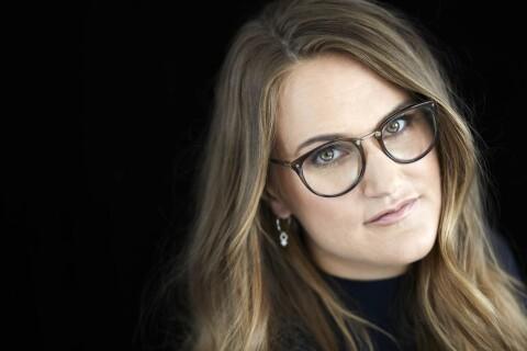 Heta känslor i glossiga miljöer i ny svensk romance