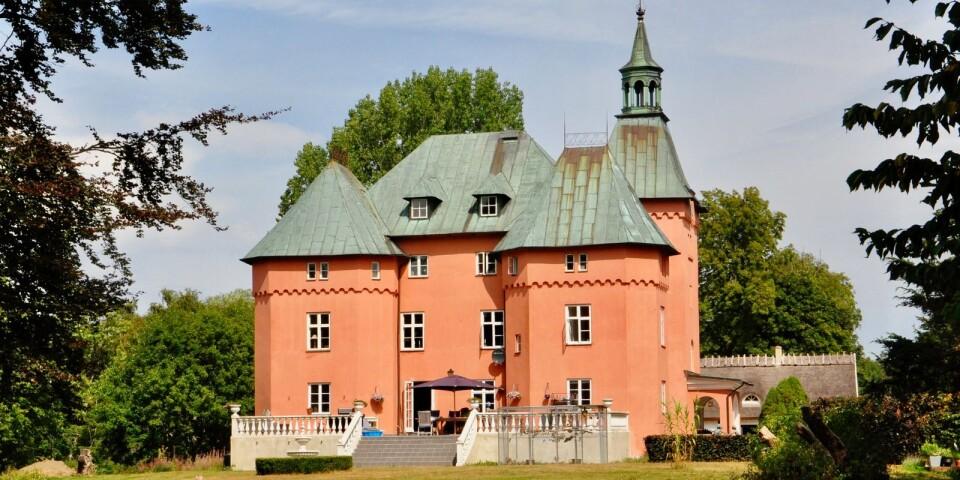 Gärsnäs slott har anor från 1333 men fick sitt nuvarande sagoslottsliknande utseende 1873. Är det någon som känner igen det från en Disneyfilm – i så fall vilken?