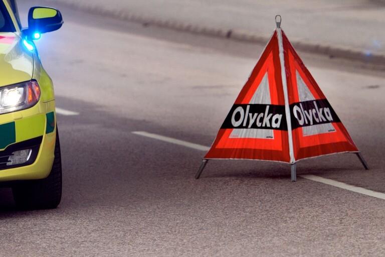 Trafikolycka: Väjde för rådjur – en person fick föras till sjukhus