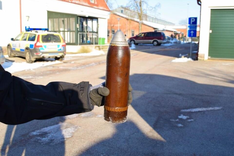 En av de två så kallade granatkartescher som påträffades vid polisstationen. De användes inom militären från runt 1900 till 1960-talet.