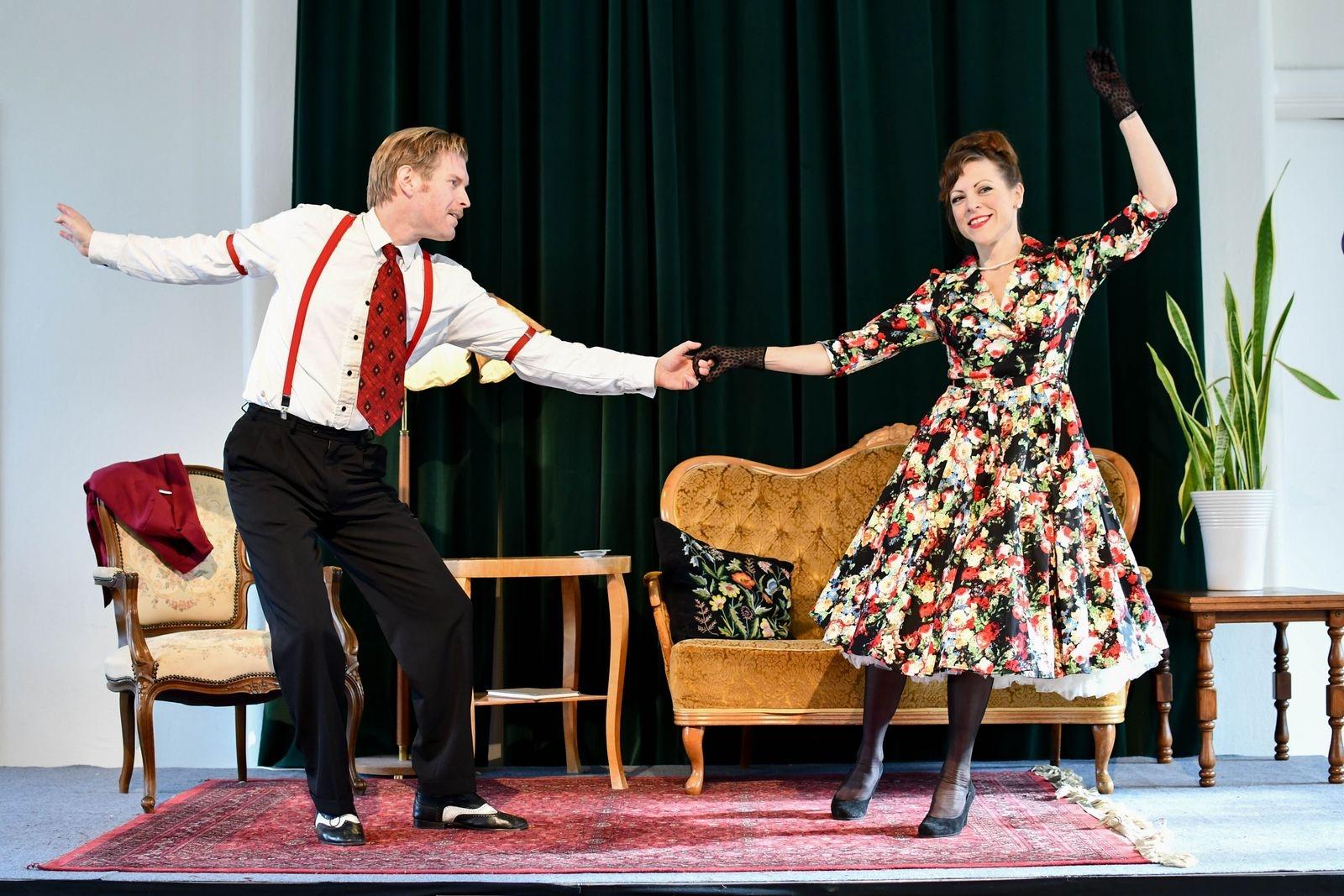För första gången blir det inslag av dans i mordgåtan när Jerry Segerberg och Linamaria Bengtsson bjuder upp till fartfylld Lindy hop.