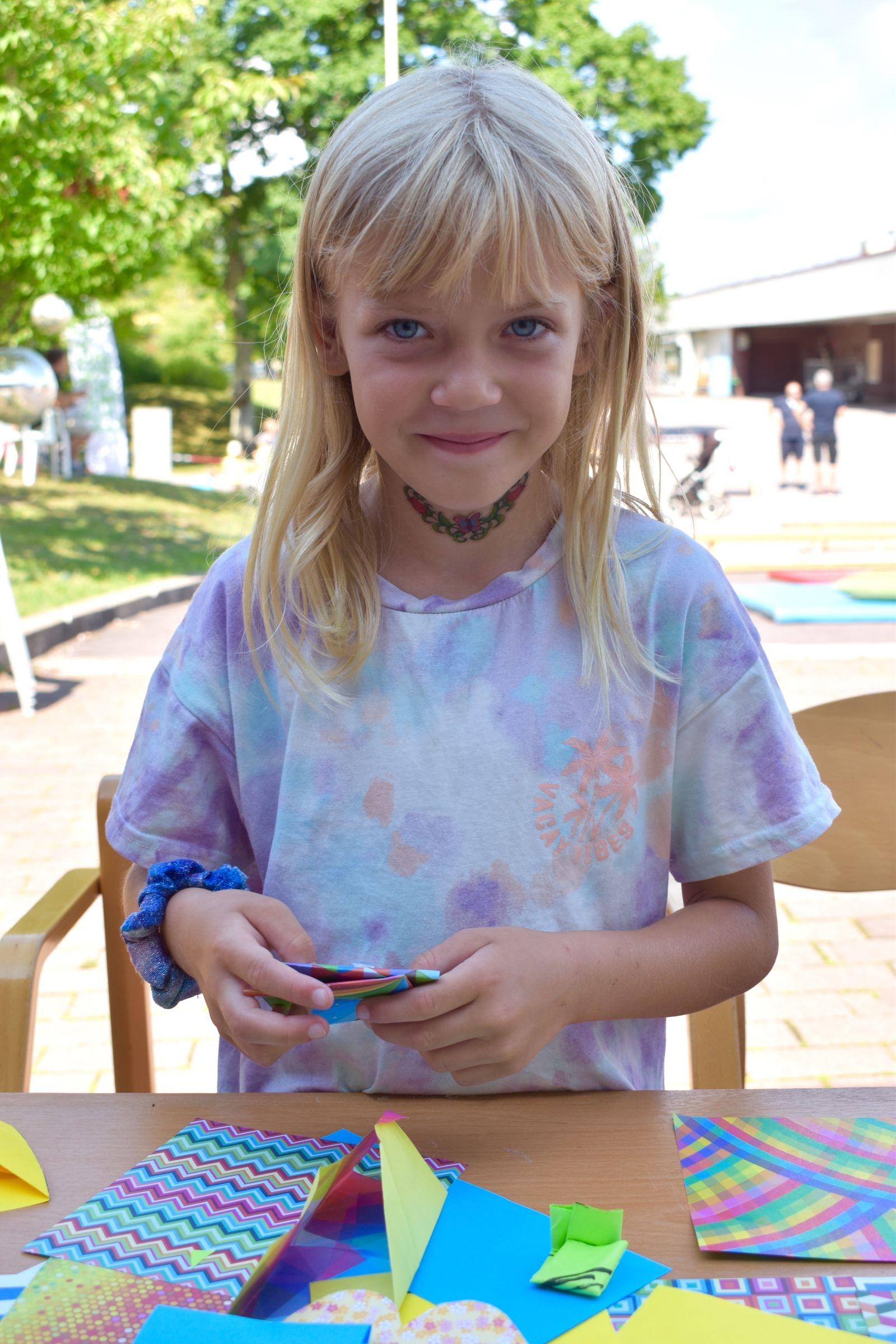 Saga Josefsson, 7 år, hade roligt vid pysselbordet.