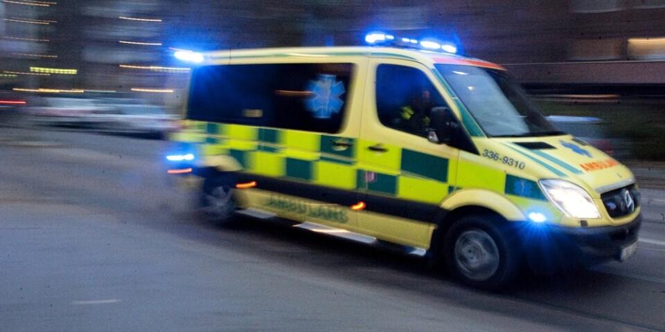 En ambulans i hjortkrock. Arkivbild.