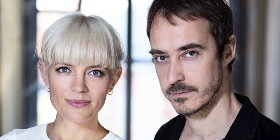 """Josefin Bornebusch och Jonas Karlsson skriver, regisserar och spelar äkta makar i den kommande Viaplay-serien """"Harmonica"""". Pressbild."""