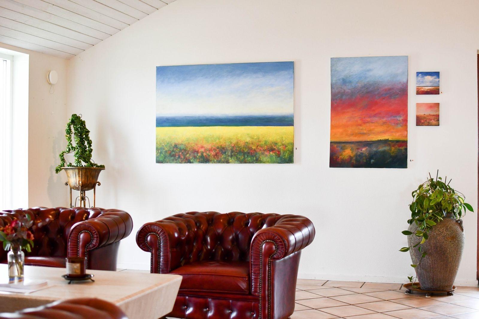 """""""När jag bodde i Kåseberga undvek jag Ales stenar som motiv. Med distansen som flytten gett, finns de nu med i några av mina målningar."""""""