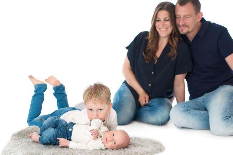 Caroline Olsson och Andreas Andersson, Kalmar, fick den 26 februari en son som heter Ossian. Vikt 4420 g, längd 53 cm. Syskon: Théa, Anton och Ludwig.