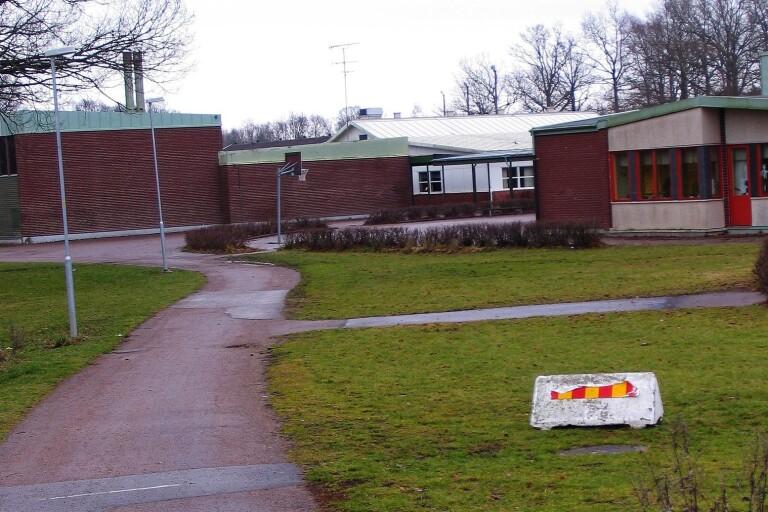 Tre bekräftade covidfall på skolor och förskola