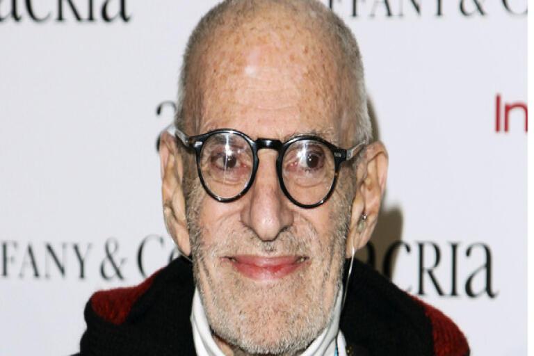 Dramatikern och manusförfattaren Larry Kramer har avlidit. Arkivbild.