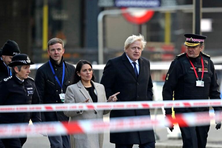 Premiärminister Boris Johnson besökte platsen för fredagens terrordåd på London bridge, där två dödades och  tre skadades av den knivbeväpnade attentatsmannen.