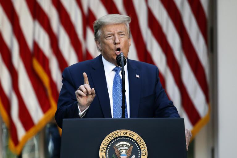 Donald Trump talar i Vita huset.