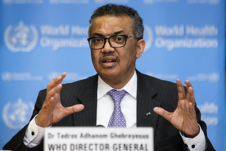 WHO-chefen Tedros Adhanom Ghebreyesus förklarar att WHO pausar tester av malariamediciner mot covid-19 medan säkerheten ses över. Arkivbild