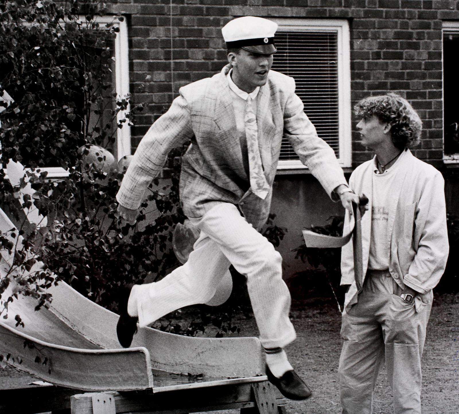 En sista tur med rutschkanan ut i friheten på Lars Kaggskolan 1985.
