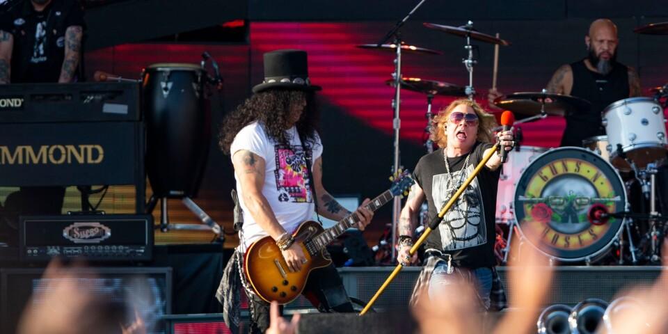 Hattmannen Slash och sångaren Axl Rose kommer till Blekinge nästa sommar.