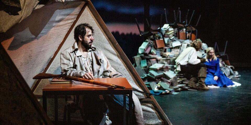 "Johannes Wanselow ses i titelrollen i pjäsen ""Cyrano de Bergerac""."