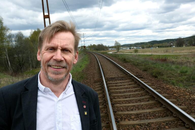Peter Rosholm (S) har ägnat mycket tid åt planerna för en järnvägsstation i Bollebygd. Nu kan han komma att återgå till jobbet som lokförare.