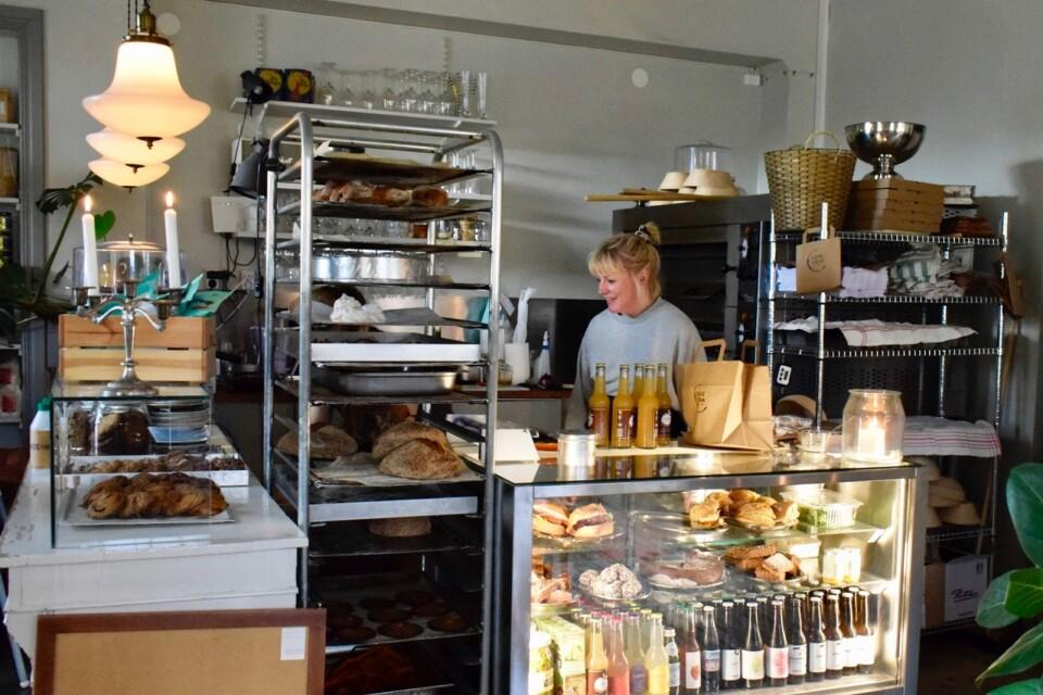 Anna Ekströmer öppnade Kaffeterian Broby i september 2019.