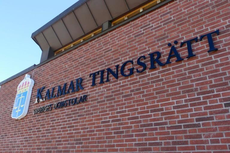 Slogs ned och rånades utanför sporthall på Öland