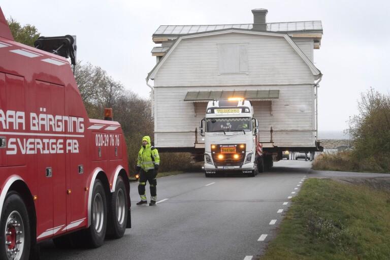TV: Direktörsvilla fraktas på lastbil