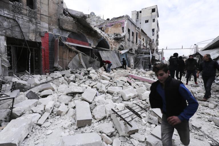 Ryskt stridsflyg bombar i nordvästra Syrien
