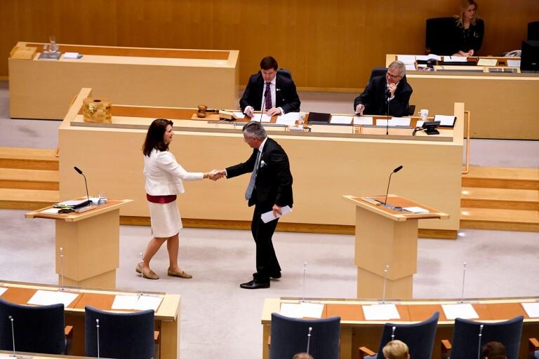 Ledare: Hur långt är Linde beredd att gå för att Sverige ska ta sin del av ansvaret för Europa?