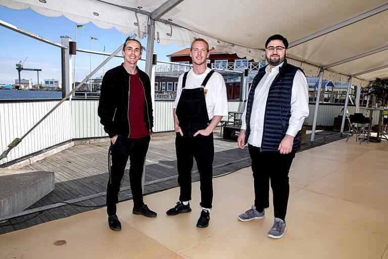 Jimmy Strand, Carl Hamilton och Aris Diminikos ska driva Klubb Holmen på Badholmen i sommar. Tältet vid scenen kommer att förvandlas till ett stort dansgolv.