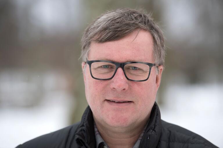 Lantbrukaren Lars-Ove Johansson befarar att stoppet för vildsvinsköp medför minskad jakt.