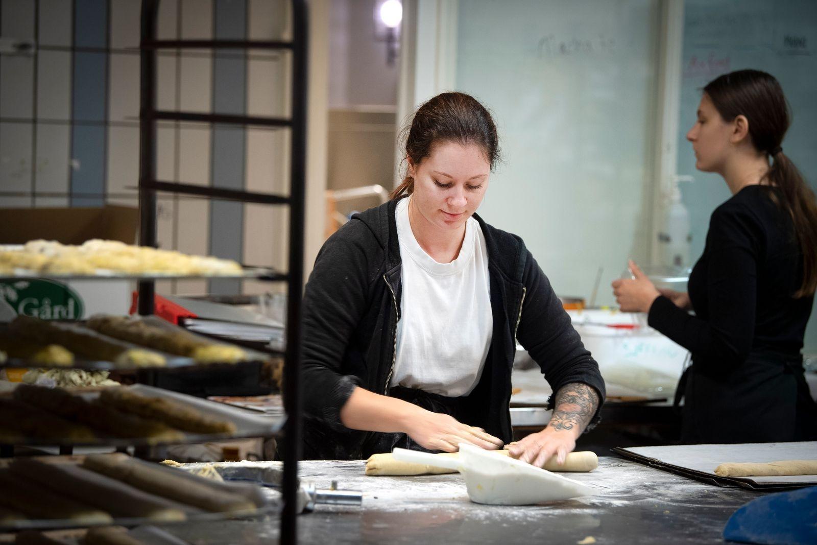 Konditorn Lisa Linghäll väljer från gång till gång vad hon stoppar i sina biscotti.