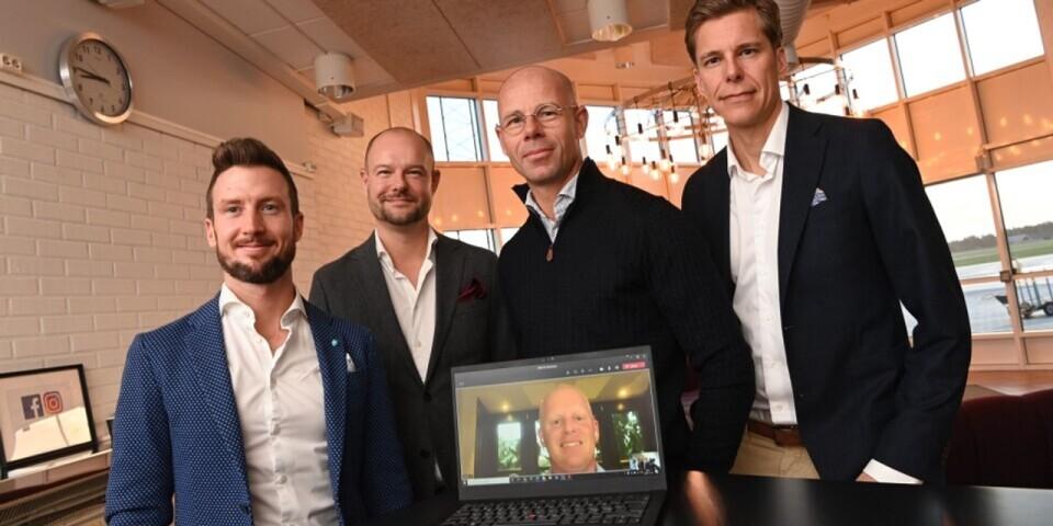 Nya flygbolaget Skåneflyg AB ska börja flyga från Kristianstad-Österlen Airport. På torsdagen samlades grundarna Jacob Karlsson, Carl-Henrik Dahlqvist, Fredrik Rosengren och styrelseordförande Sam Giertz. Henrik Persson Ekdahl var med via video.