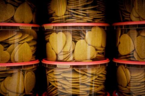 Slog kompis med gurka i huvudet – välte pepparkakor för 10 000 kronor