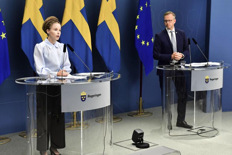Amanda Lind (MP), kultur och demokratiminister, och Mikael Damberg (S), inrikesminister, har i dag en pressträff.