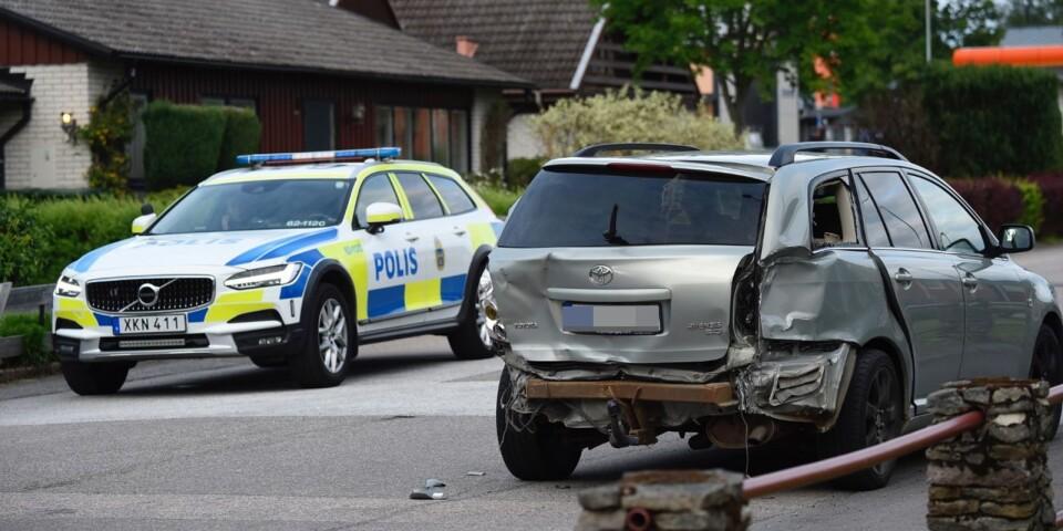 Minst två bilar fick krockskador efter händelserna i Lönsboda den 11 juni.