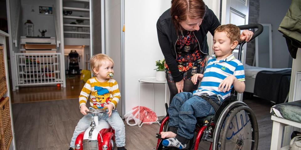 På undervåningen kan Nore till viss del ta sig fram själv med hjälp av sin rullstol.