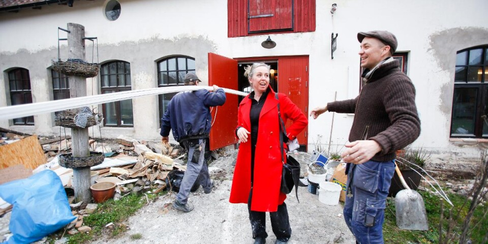 Karin Mex-Johansson och Nils Peder Holm har tagit över Skillinge Teater efter Katarina Zell. Efter omfattande renoveringar ser de fram emot att nyinviga teatern till påsk.