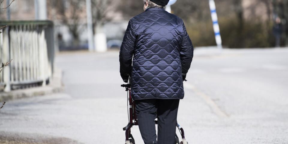 Många pensionärer känner sig ensamma under coronakrisen. Arkivbild.