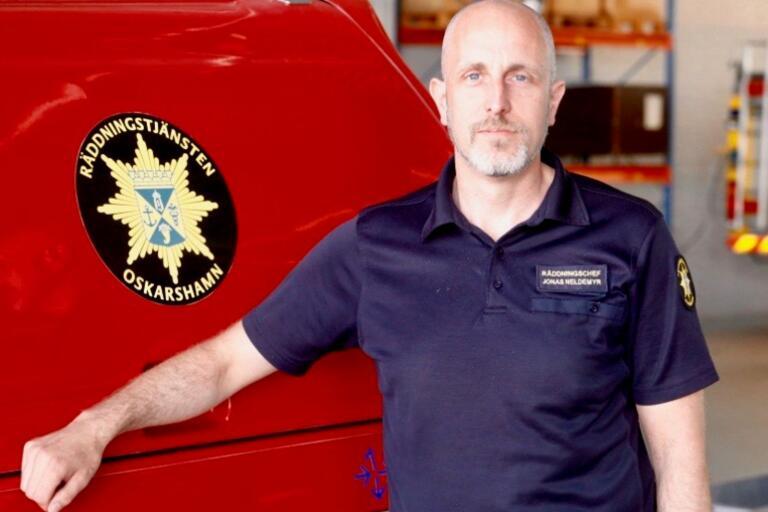 """Från och med i höst görs förändringar vid brandstationen i Kristdala för att lösa bristen på personal. """"En anpassning av verksamheten"""", menar räddningschef Jonas Neldemyr."""