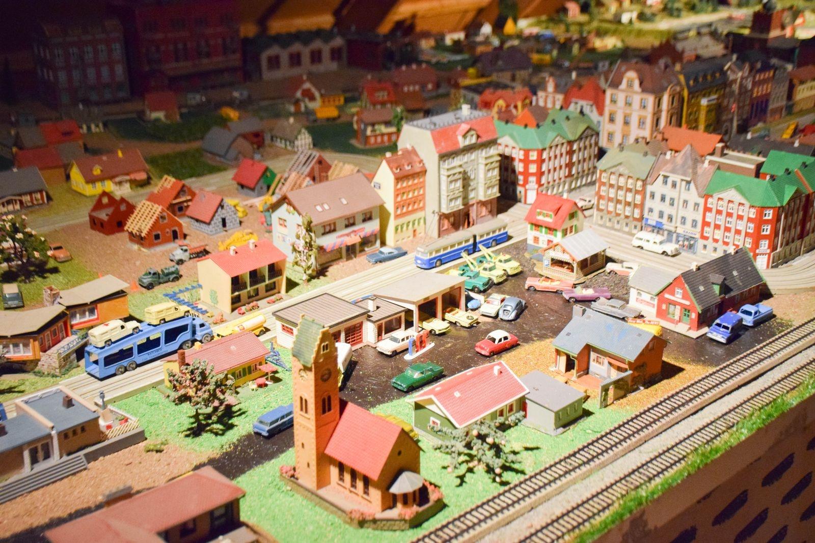 En åtta meter lång och drygt två meter bred modellvärld fylld med gamla leksaker av märkena Märklin och Faller är en av nyheterna för året.