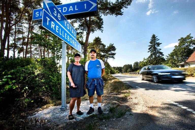 Helene Nilsson och Claes Westman i Simremarken är trötta på den höga hastigheten på väg 9. Och trots många påtryckningar görs inget, tycker de.