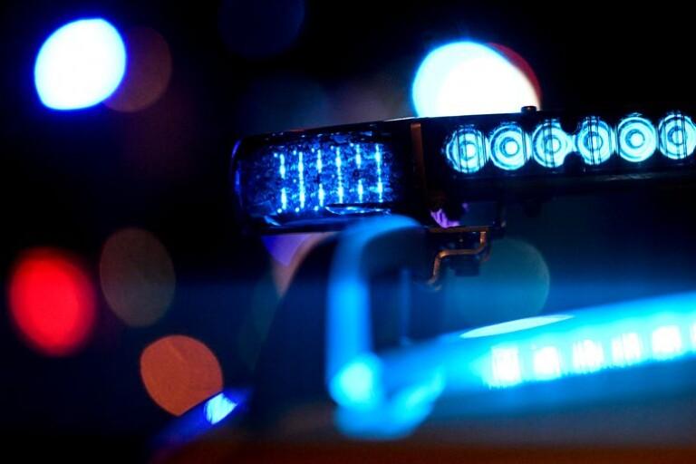 Fördes bort i bil - hotad och knivskuren i halsen